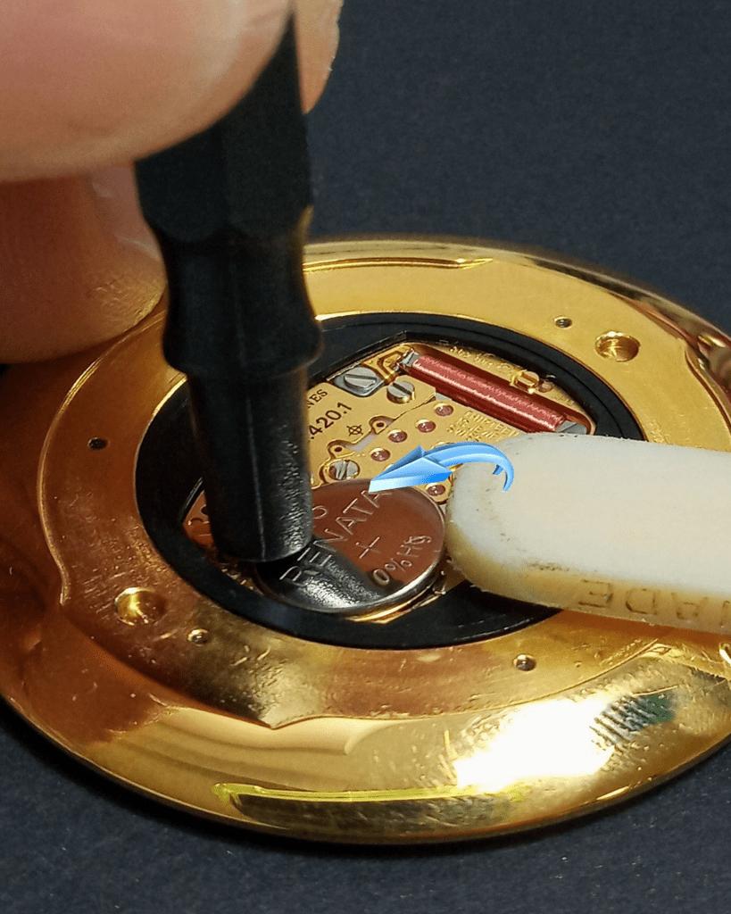 Como cambiar la pila de un reloj